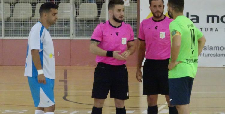 Dani Castro i Santi Sardà van exercir de capitans en l'últim derbi Club-Pia; tots dos han deixat els seus respectius equips | Arxiu