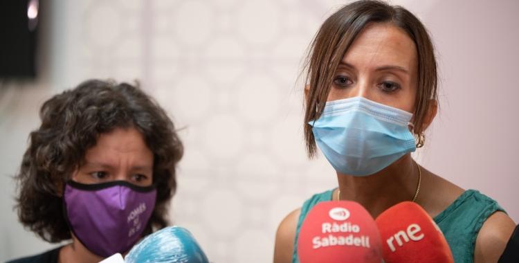 Marta Morell i Marta Farrés, atenent els mitjans de comunicació aquest diumenge   Roger Benet