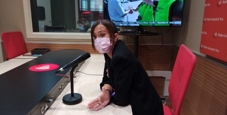 Marta Farrés als estudis de Ràdio Sabadell   Pere Gallifa