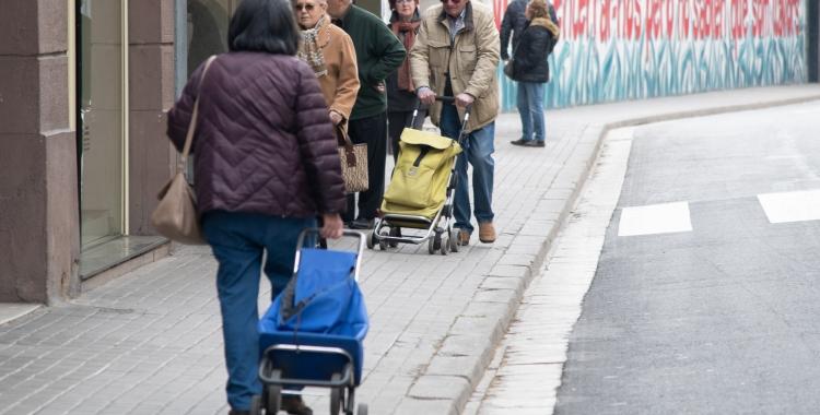 Sabadellencs comprant per la Via Massagué   Roger Benet
