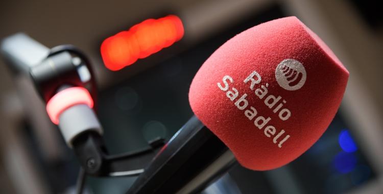 Un micròfon de Ràdio Sabadell   Roger Benet