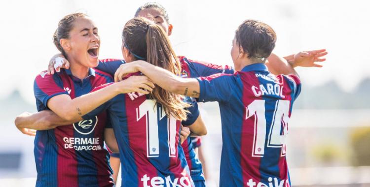 Férez (dorsal 14) celebra diumenge un dels quatre gols granotes contra el Madrid | Levante UD