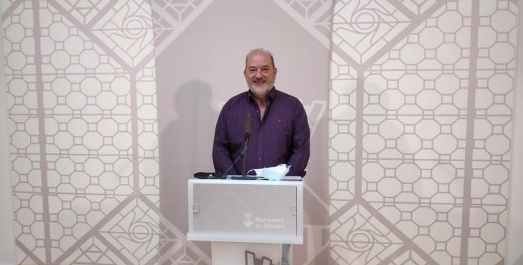 El regidor d'Educació, Manuel Robles, a la roda de premsa | Pau Duran