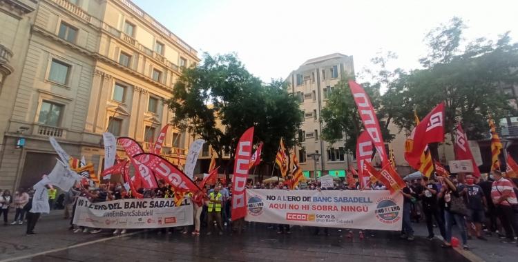 Treballadors del BS protestant a la plaça Sant Roc   Pere Gallifa