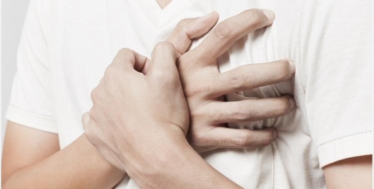 Una persona amb sensació d'ofec/ Shutterstock.com