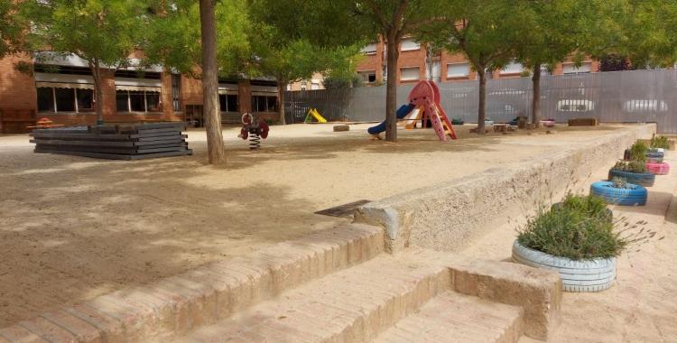 Pati de l'escola Gaudí, on s'ha eliminat una tanca per unificar els dos espais/ Karen Madrid