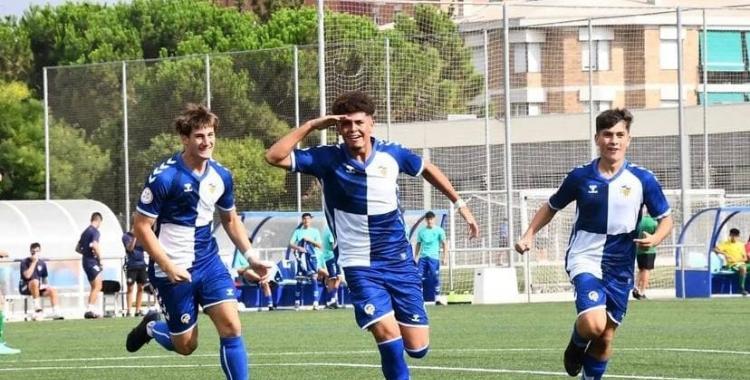 Jugadors del Juvenil A celebrant un gol a la primera jornada de lliga   Instagram