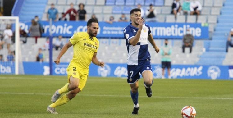 Jacobo pugna per una pilota en el darrer partit | CES