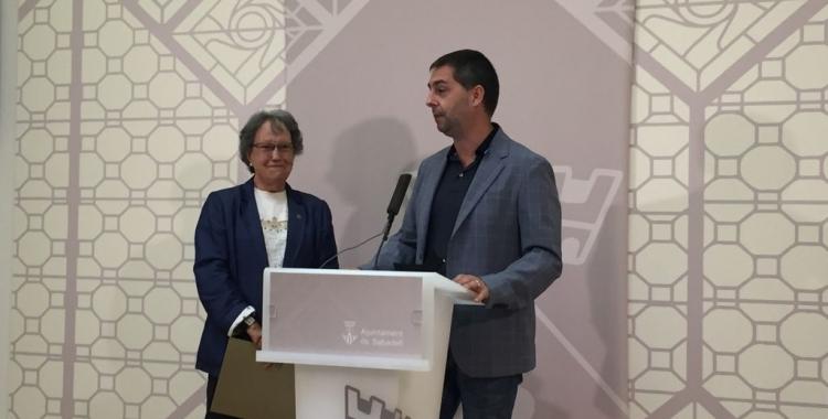 Joana Soler i Carles de la Rosa fent la presentació aquest matí   Ràdio Sabadell