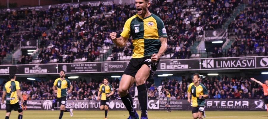 Cuevas celebra amb ràbia el gol de la victòria a Castàlia   Críspulo Díaz