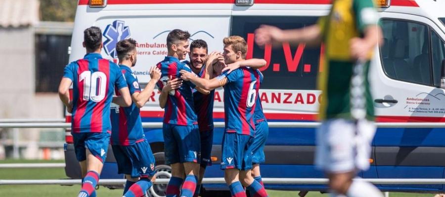 Els jugadors del filial granota celebren un dels tres gols   Levante UD