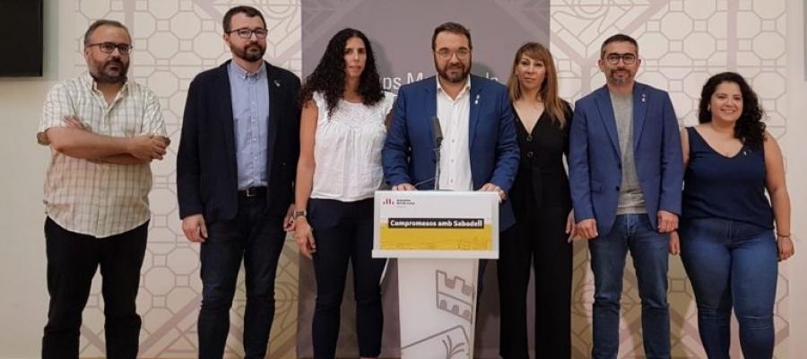 Els vuit regidors i regidores d'ERC, en una roda de premsa | Cedida