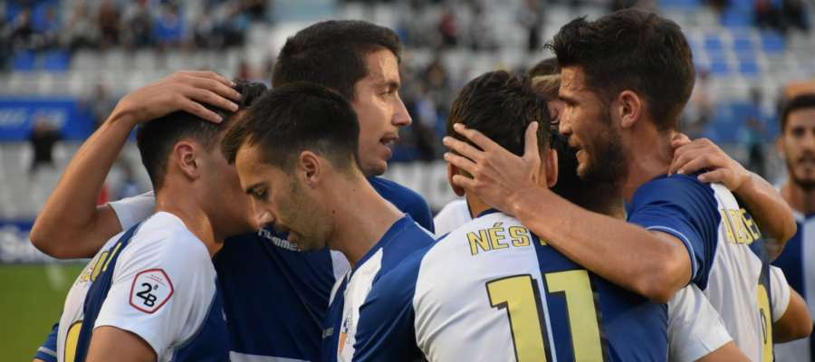 Pinya de l'equip després d'un dels tres gols d'avui | Críspulo Díaz
