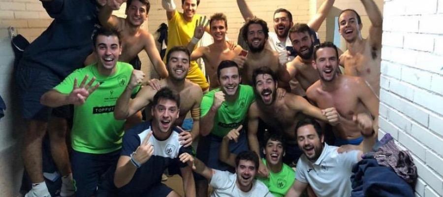 Celebració escolàpia després d'aconseguir el passi   Futsal Pia