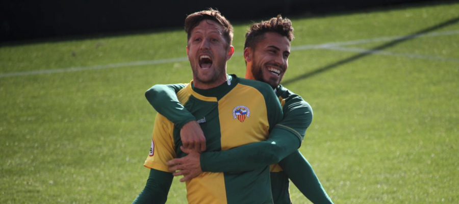Édgar i Néstor celebren un dels tres gols de la matinal | Jesús Arroyo