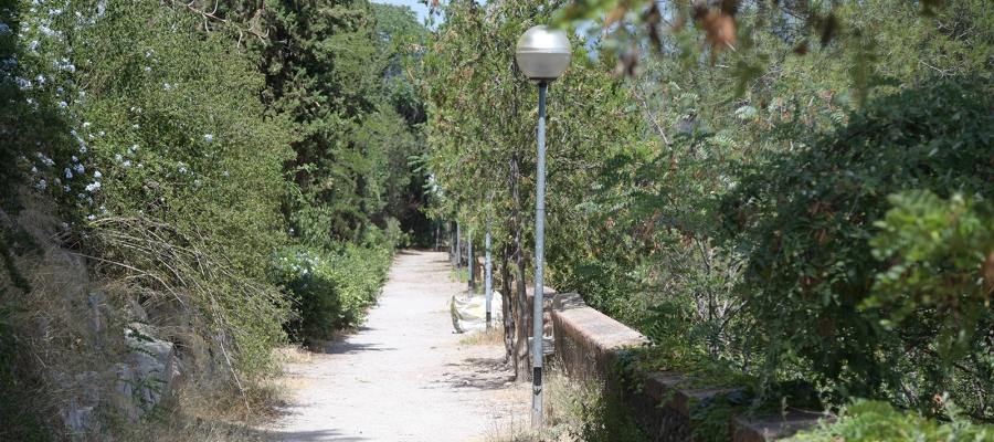 El govern local protegirà els bancs, el mur i els jardins del passeig de la Revolució | Roger Benet