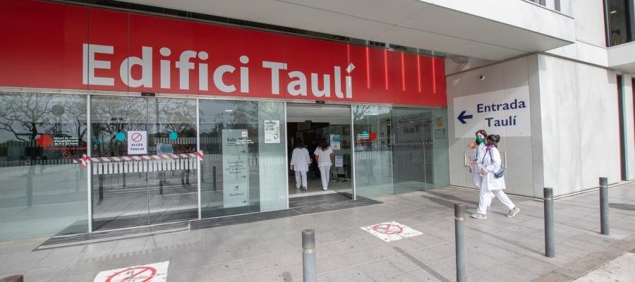 El Parc Taulí dedica dos terços de la seva capacitat al coronavirusmentre el material arriba amb comptagotes | Roger Benet