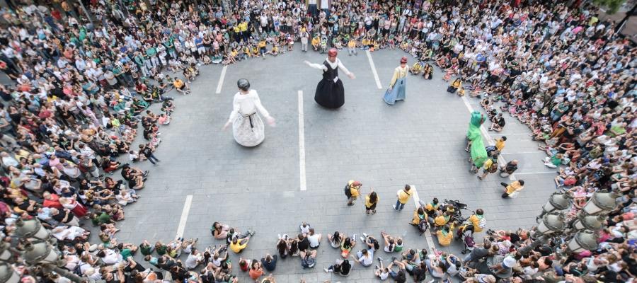 La plantada de gegants és un dels actes més multitudinaris de la festa
