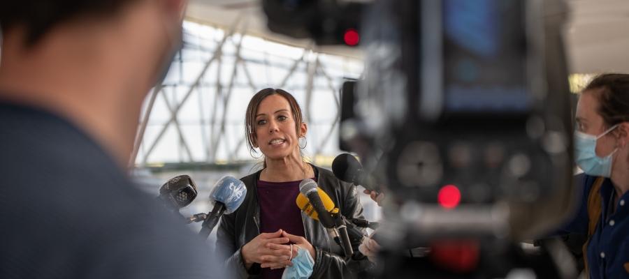 Marta Farrés atenent la premsa a l'Hospital Temporal Vallès Sud | Roger Benet