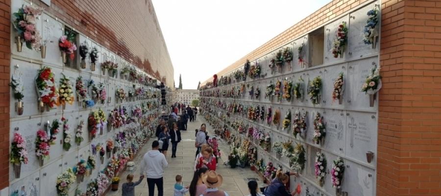 El cementiri, durant l'última celebració de Tots Sants/ Raquel Garcia