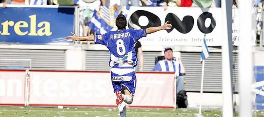 Hidalgo, celebrant un gol amb el Málaga | El Desmarque