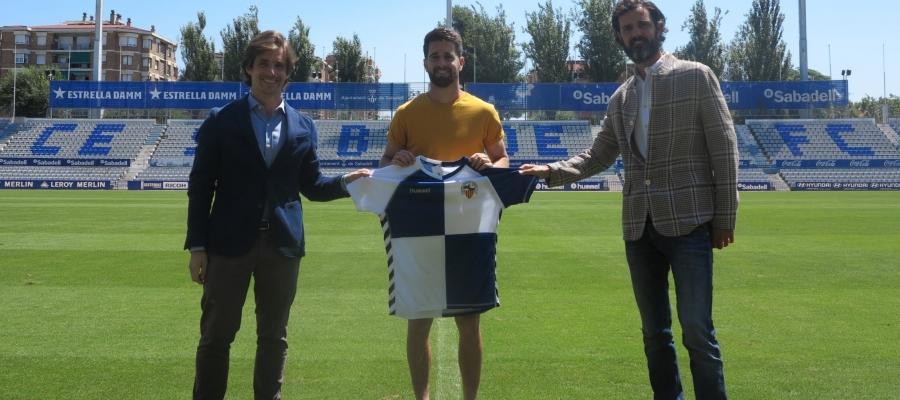 Manzanera, Boniquet i Batlle després de signar la renovació | CES