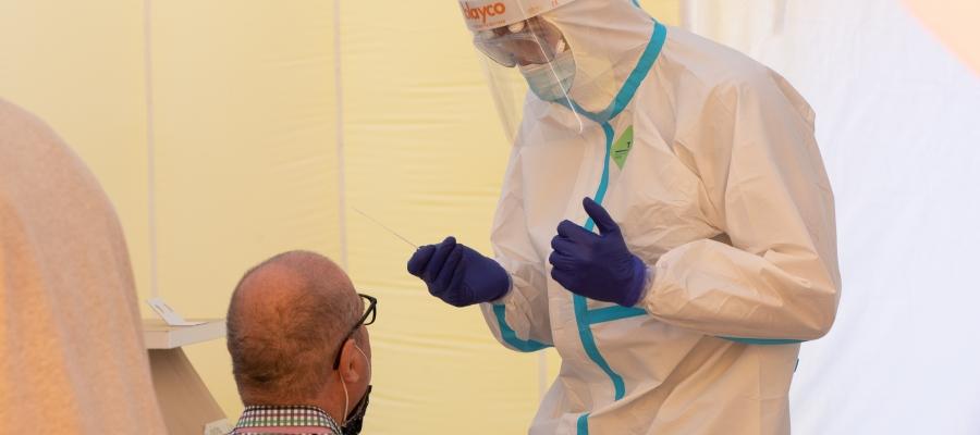 Realització d'una prova PCR al dispositiu de Sabadell/ Roger Benet