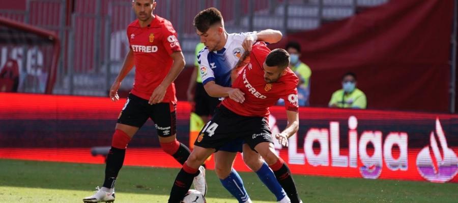 Aarón Rey, lluitant una pilota | RCD Mallorca
