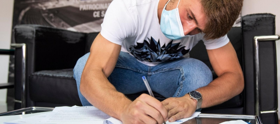 Aarón Rey ja ha rubricat la seva firma en el nou contracte amb el Sabadell | CE Sabadell