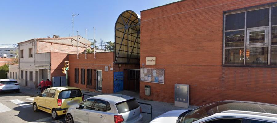 L'escola Tarlatana ha estabilitzat l'assistència a classe al voltant del 50% de l'alumnat | Google Maps