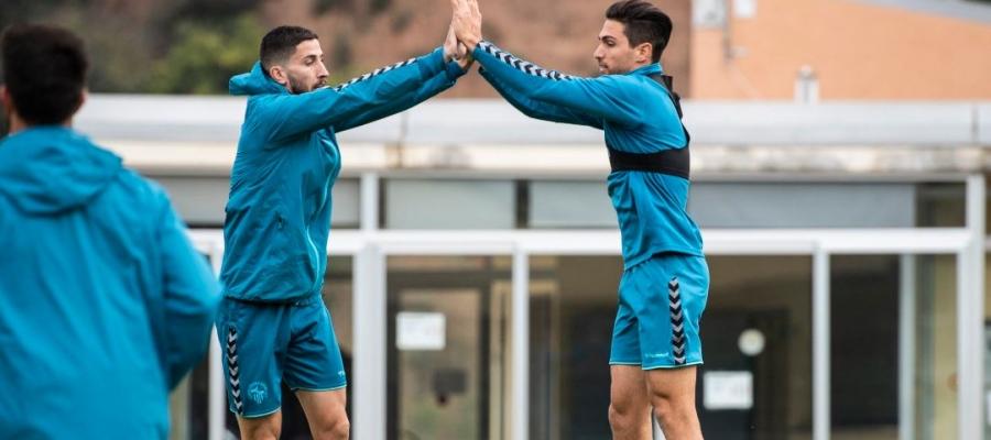 Aleix Coch (esquerre), absent contra l'Sporting, s'ha entrenat avui amb la resta de l'equip | CE Sabadell