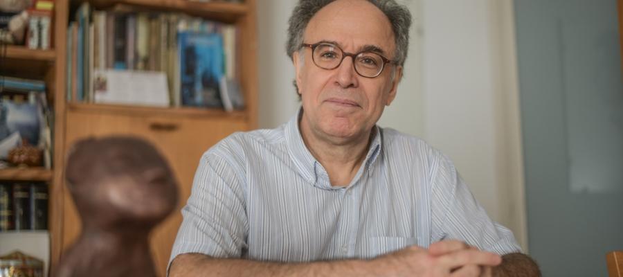 Benet Casablancas en una foto d'arxiu quan va rebre els premis Alícia | Roger Benet