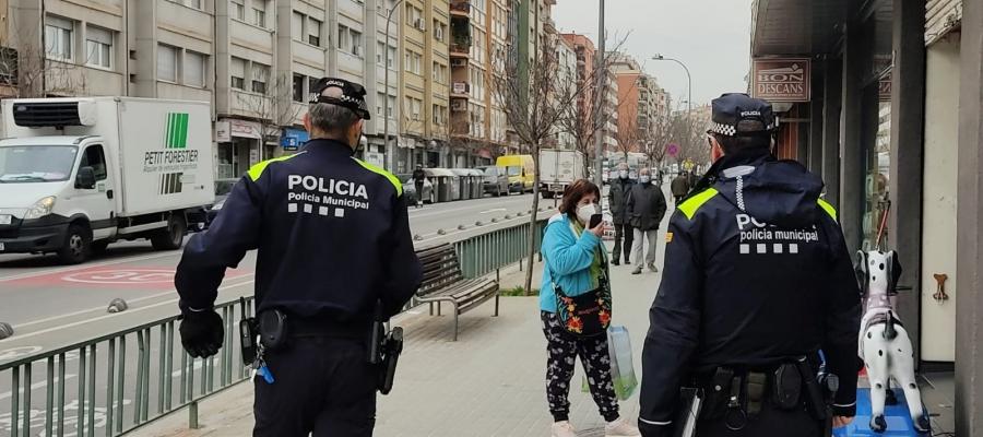Dos agents de la nova Divisió de Policia de Districte | Cedida