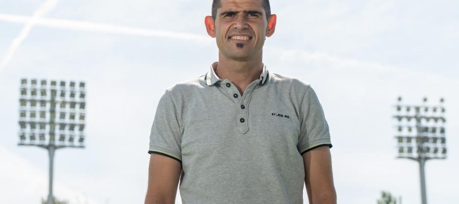 Antonio Hidalgo a la gespa de la Nova Creu Alta   Roger Benet