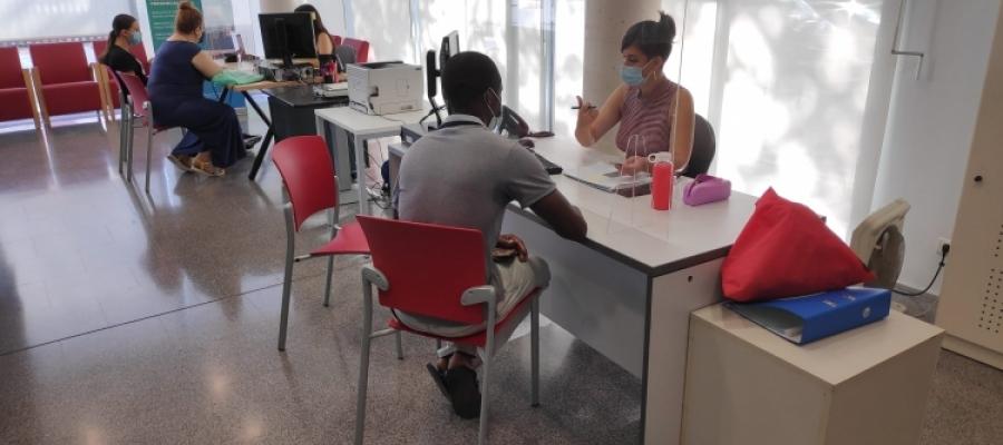El servei de suport a la ciutadania per a fer tràmits digitals a la Biblioteca del Nord   Pau Duran
