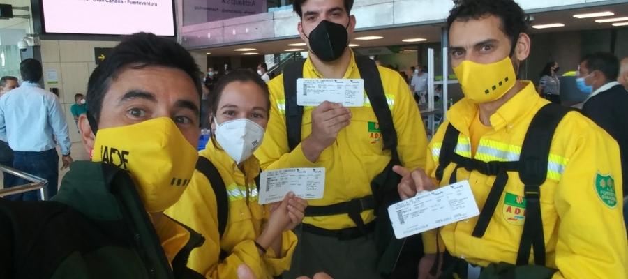 Els quatre voluntaris, a l'Aeroport del Prat, a punt per marxar/ Cedida