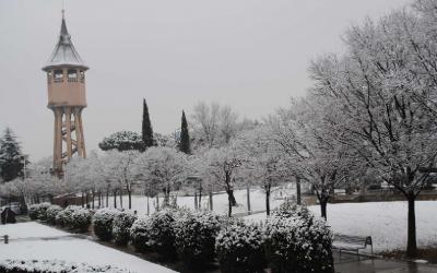 Fotografia de l'entorn nevat de la Torre de l'Aigua - © Ràdio Sabadell