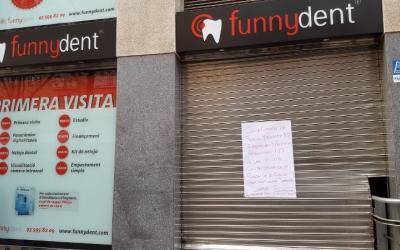La clínica Funnydent amb la persiana baixada - © Arxiu Ràdio Sabadell