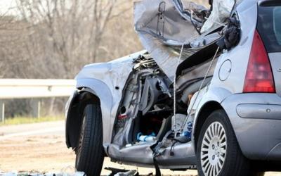 Fotografia de com ha quedat un dels cotxes accidentats - © ACN