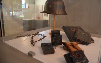 Objectes de la Primera Guerra Mundial a una exposició al Museu d'Història