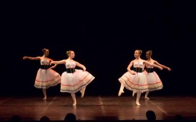 Moment de l'actucació de l'Escola de Dansa Stils de Sabadell.Font: Esbart Sabadell Dansaire. Autora: Laia Manyosa