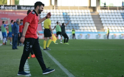 Romo lamentant el tercer gol del Lleida | Roger Benet (CES)