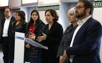 L'alcalde Juli Fernández, conjuntament amb els altres batlles, durant la roda de premsa | ACN