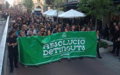 La capçalera de la manifestació d'aquesta tarda. Ràdio Sabadell
