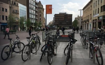 El passeig de la plaça major acollirà el gruix de les activitats de Sant Jordi | Mireia Sans