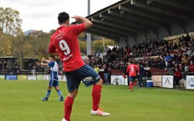 Marc Mas celebra un dels quatre gols marcats en el partit de la primera volta