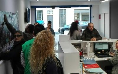 Els activistes de la plataforma han ocupat l'oficina de CASSA /PAH