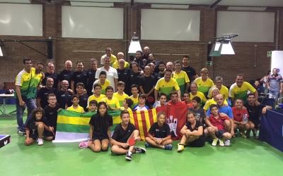 Bona part de la familia del Tennis Taula Sabadell