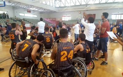 Els jugadors del Global aplaudint a la graderia després del tercer partit de la Final Four | Núria Garcia