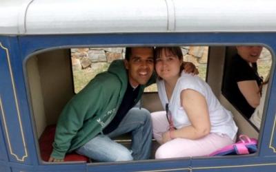 Imatge d'arxiu del programa Volem Sortir! de Grandalla en una sortida al trenet del Parc Catalunya